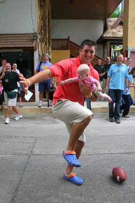 Tebow Baby Heisman pose